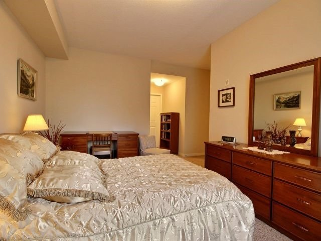 Condo Apartment at 3000 Creekside Dr, Unit 201, Hamilton, Ontario. Image 9