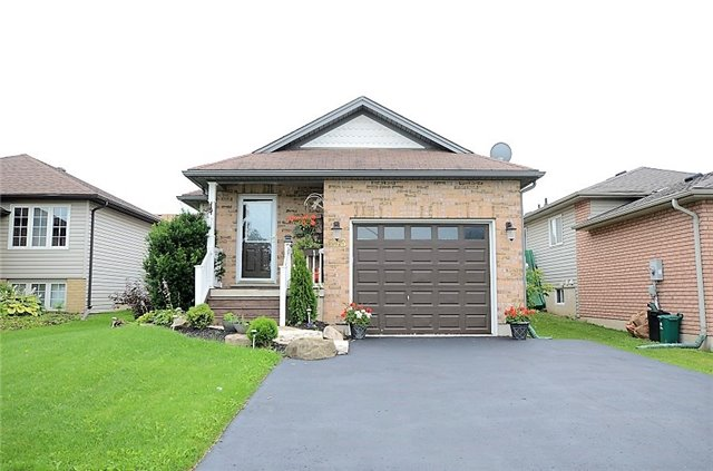 Detached at 533 Simon St, Shelburne, Ontario. Image 1