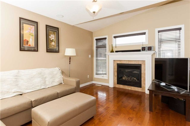 Detached at 3264 Meadowgate Blvd, London, Ontario. Image 2