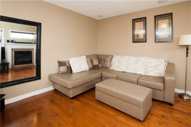 Detached at 3264 Meadowgate Blvd, London, Ontario. Image 3