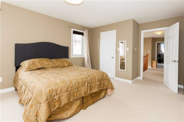Detached at 3264 Meadowgate Blvd, London, Ontario. Image 5