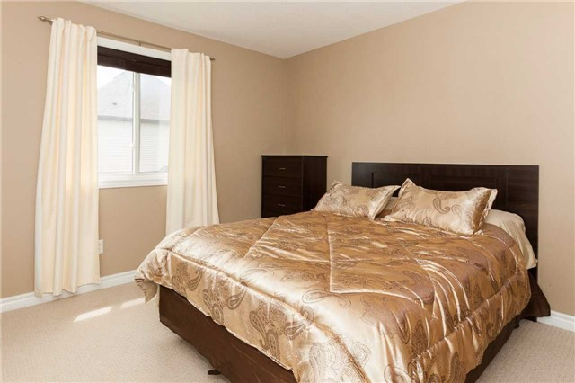 Detached at 3264 Meadowgate Blvd, London, Ontario. Image 11