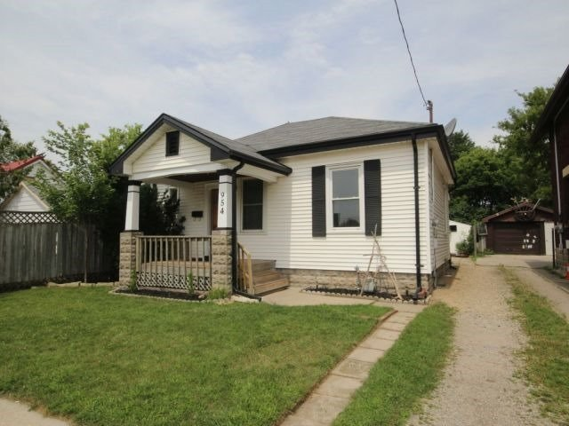 Detached at 954 Ormsby St, London, Ontario. Image 12