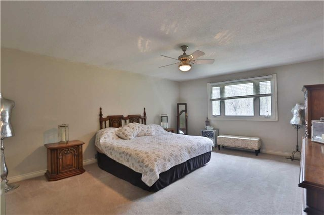 Detached at 136 Bunker Hill Dr, Hamilton, Ontario. Image 3