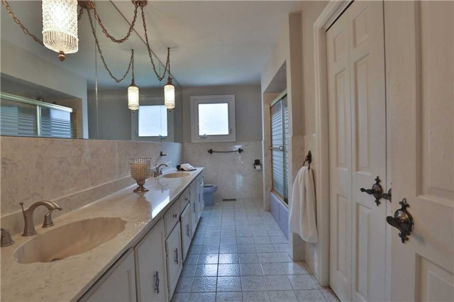 Detached at 136 Bunker Hill Dr, Hamilton, Ontario. Image 5