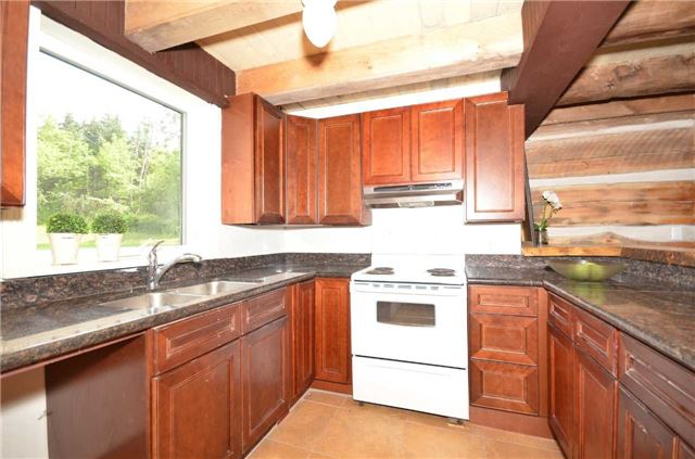 Detached at 9479 Sideroad 17, Erin, Ontario. Image 3