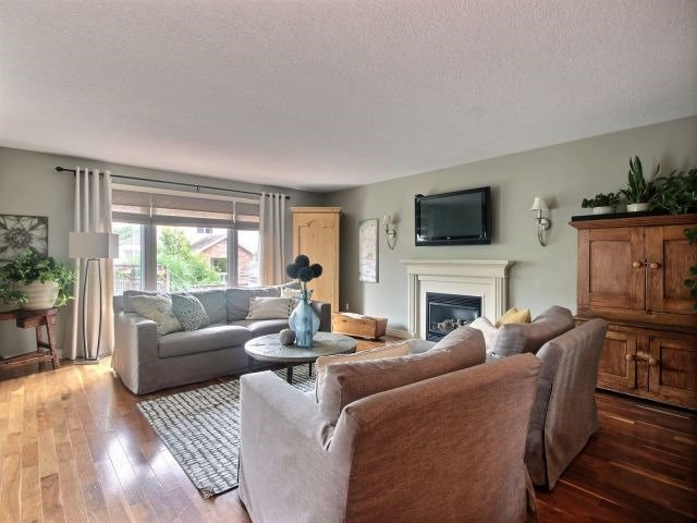 Detached at 51 Clairfields  Dr W, Guelph, Ontario. Image 18