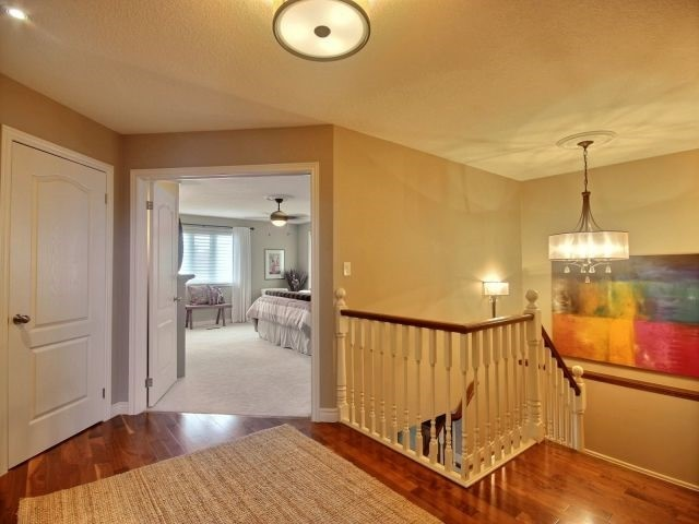 Detached at 51 Clairfields  Dr W, Guelph, Ontario. Image 4