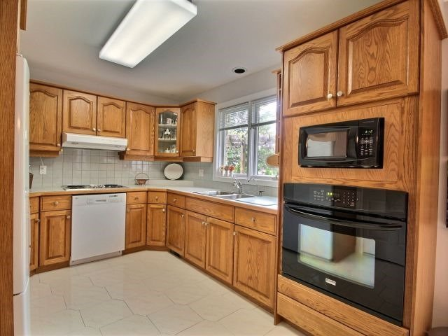 Detached at 27 Caithness Crt, London, Ontario. Image 14