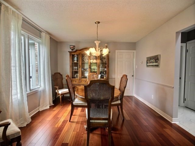 Detached at 27 Caithness Crt, London, Ontario. Image 19