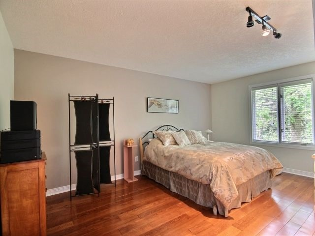 Detached at 27 Caithness Crt, London, Ontario. Image 3