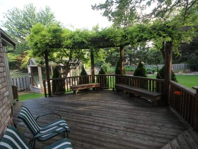 Detached at 27 Caithness Crt, London, Ontario. Image 8