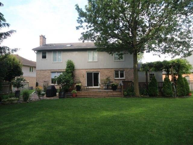 Detached at 27 Caithness Crt, London, Ontario. Image 10