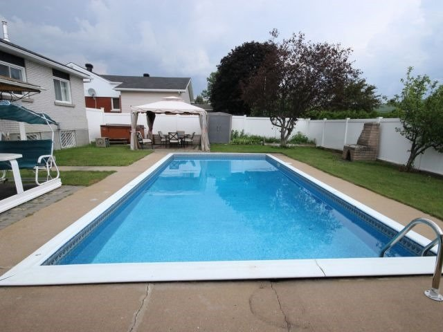 Detached at 2439 Raymond St, Clarence-Rockland, Ontario. Image 13