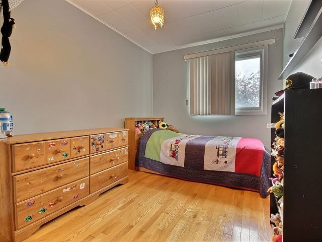 Detached at 2439 Raymond St, Clarence-Rockland, Ontario. Image 3
