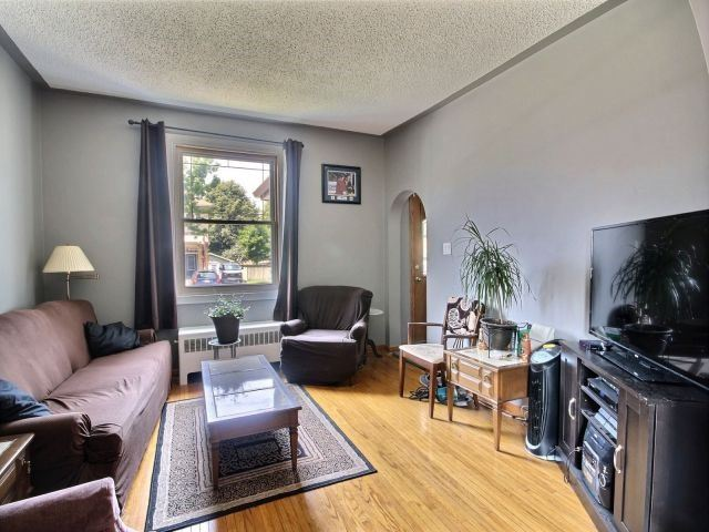 Detached at 142 Oxford St, Woodstock, Ontario. Image 15