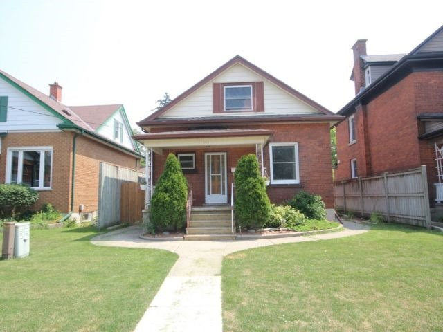 Detached at 142 Oxford St, Woodstock, Ontario. Image 9