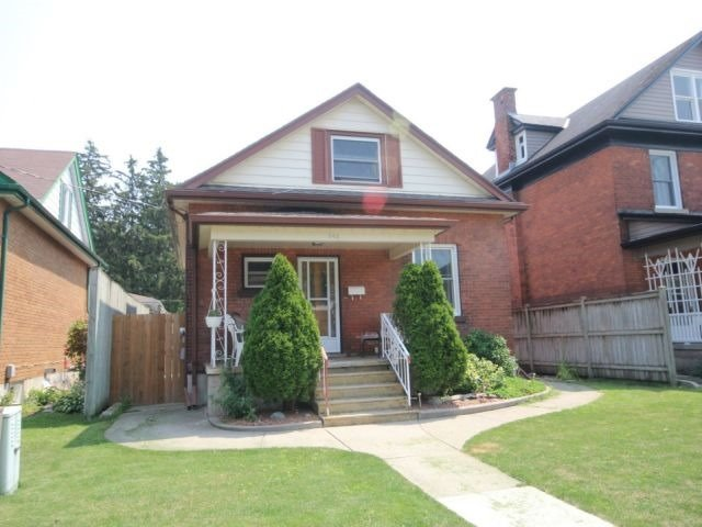 Detached at 142 Oxford St, Woodstock, Ontario. Image 10