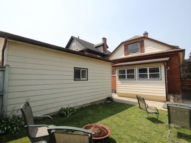 Detached at 142 Oxford St, Woodstock, Ontario. Image 11