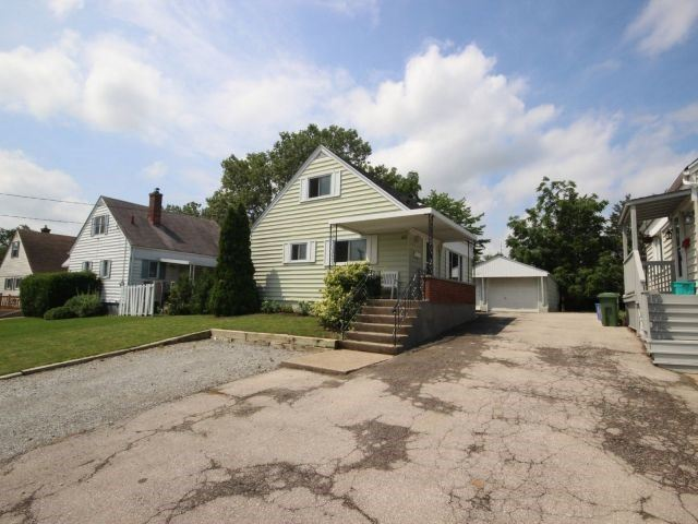 Detached at 61 Whyte N. Ave, Thorold, Ontario. Image 1
