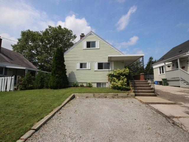 Detached at 61 Whyte N. Ave, Thorold, Ontario. Image 12