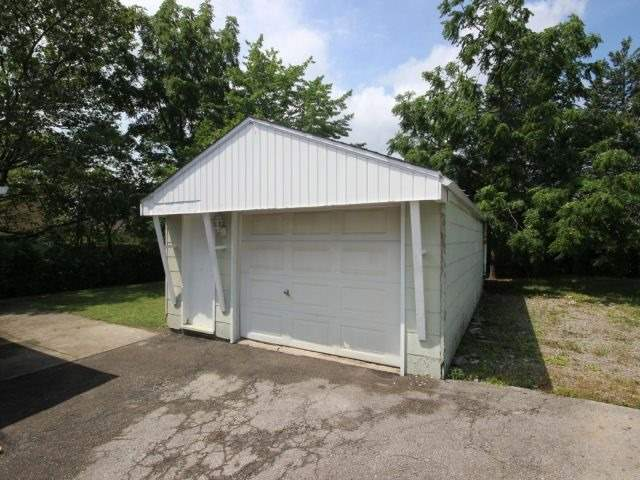 Detached at 61 Whyte N. Ave, Thorold, Ontario. Image 15