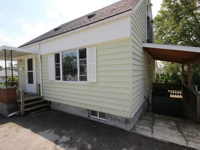 Detached at 61 Whyte N. Ave, Thorold, Ontario. Image 17