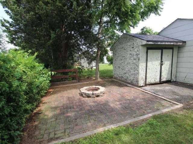 Detached at 61 Whyte N. Ave, Thorold, Ontario. Image 19