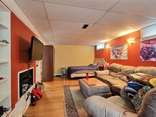 Detached at 61 Whyte N. Ave, Thorold, Ontario. Image 3