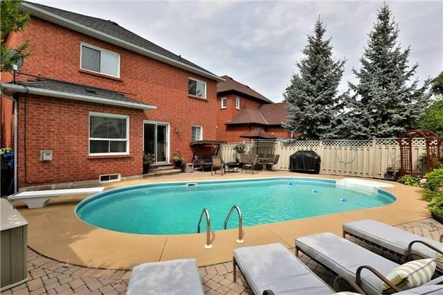 Detached at 110 Hollybush Dr, Hamilton, Ontario. Image 11