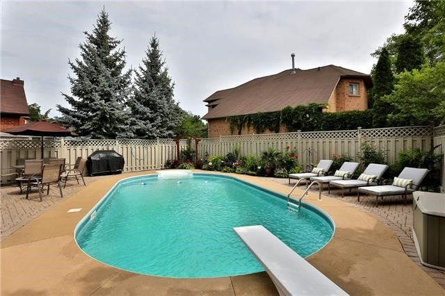 Detached at 110 Hollybush Dr, Hamilton, Ontario. Image 13