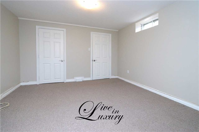 Detached at 37 Glengarry Rd, St. Catharines, Ontario. Image 20
