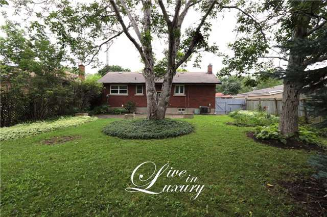 Detached at 37 Glengarry Rd, St. Catharines, Ontario. Image 13