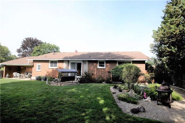 Detached at 7 Cherry Ave, Pelham, Ontario. Image 5