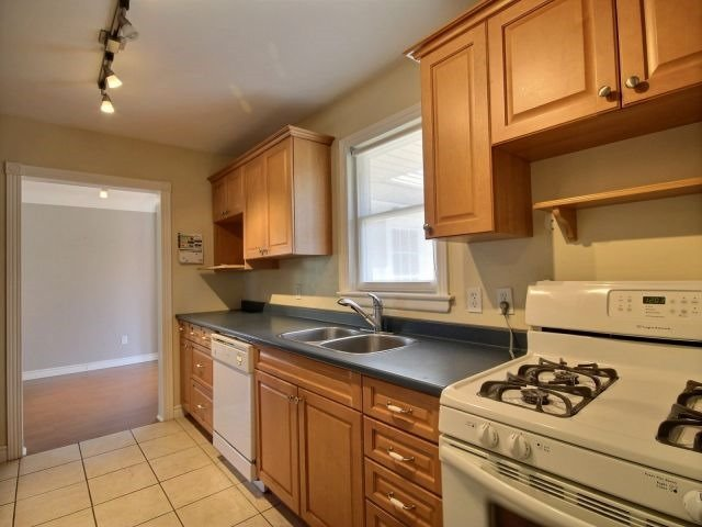 Detached at 67 Highview Ave, London, Ontario. Image 7