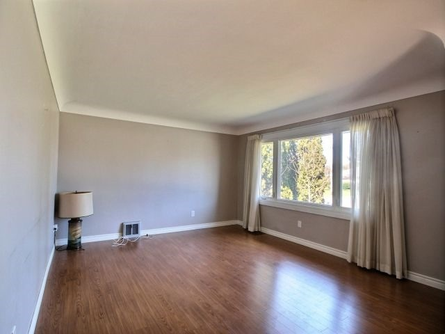 Detached at 67 Highview Ave, London, Ontario. Image 10