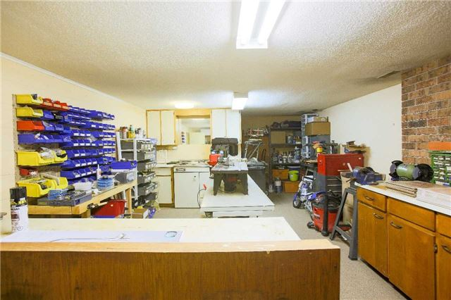 Detached at 4658 Sideroad 10 Sdrd, Puslinch, Ontario. Image 9