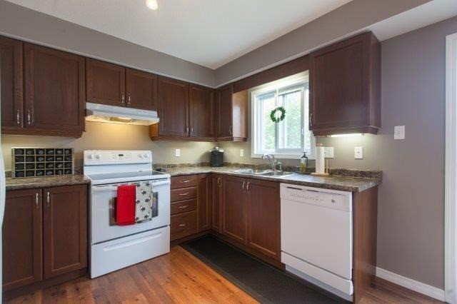 Condo With Common Elements at 355 Fisher Mills Rd, Unit 49, Cambridge, Ontario. Image 14