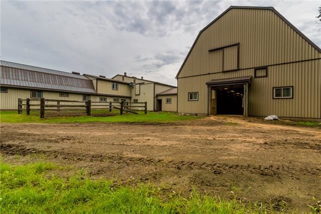 Farm at 840 Valens Rd, Hamilton, Ontario. Image 17