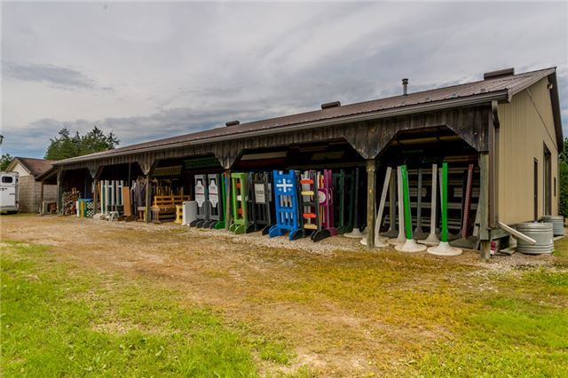 Farm at 840 Valens Rd, Hamilton, Ontario. Image 3