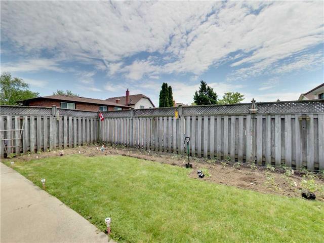 Detached at 84 Allanbrook Rd, Hamilton, Ontario. Image 11