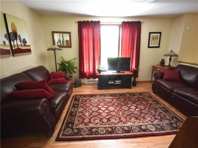 Detached at 357 Falconer St, Saugeen Shores, Ontario. Image 11
