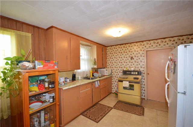 Detached at 194 First Rd W, Hamilton, Ontario. Image 3