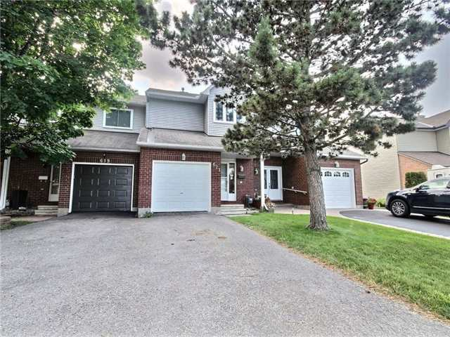 Townhouse at 621 Deancourt Cres, Ottawa, Ontario. Image 1