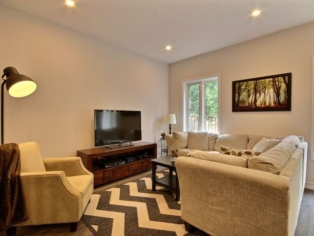 Townhouse at 8 Nelles Rd N, Unit 11, Grimsby, Ontario. Image 13