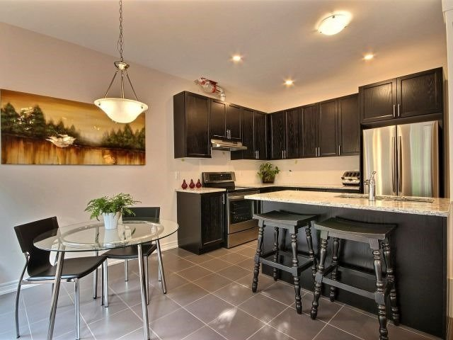 Townhouse at 8 Nelles Rd N, Unit 11, Grimsby, Ontario. Image 16
