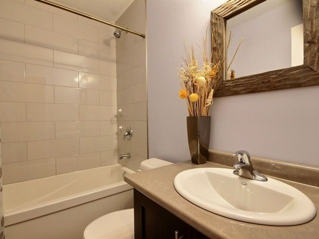 Townhouse at 8 Nelles Rd N, Unit 11, Grimsby, Ontario. Image 2