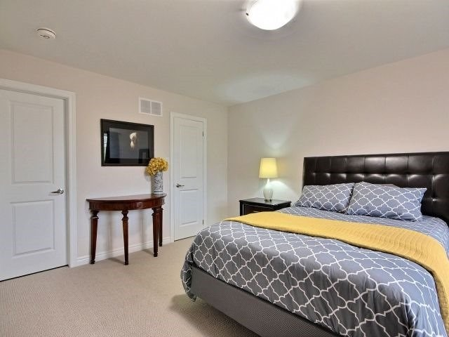 Townhouse at 8 Nelles Rd N, Unit 11, Grimsby, Ontario. Image 4