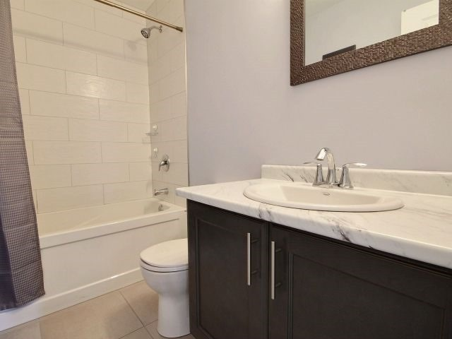 Townhouse at 8 Nelles Rd N, Unit 11, Grimsby, Ontario. Image 5