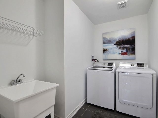 Townhouse at 8 Nelles Rd N, Unit 11, Grimsby, Ontario. Image 9